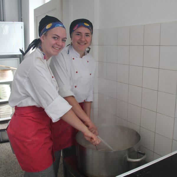 Kochen im Hockerkocher