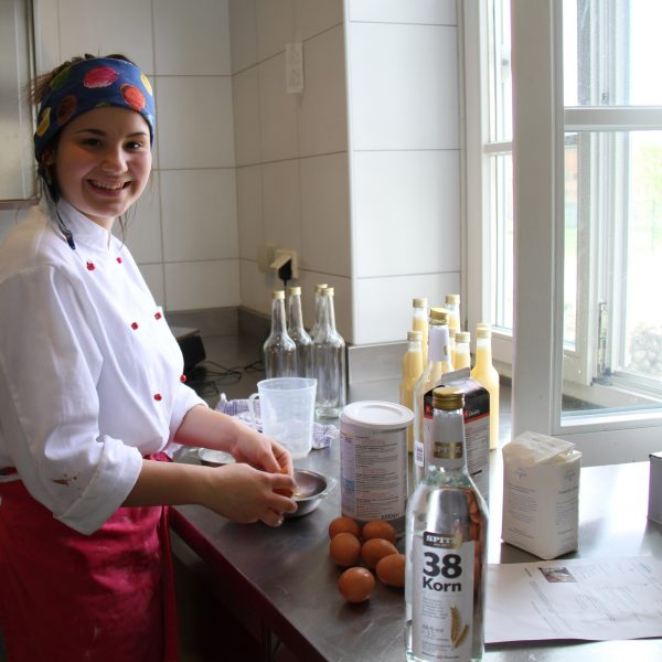 Likörherstellung in der Küche